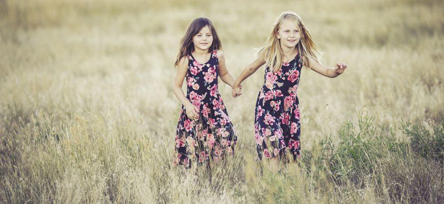 sisters-931131_1280